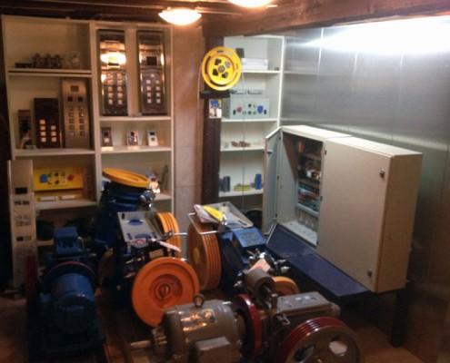 Ρυθμιστής ταχύτητας, inox κομβιοδόχοι θαλάμου-ορόφων και μηχανές.